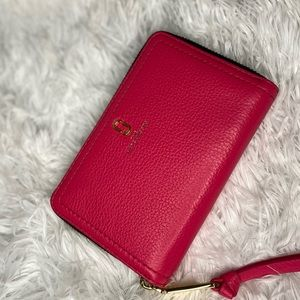 Marc Jacobs wallet in Hot Pink